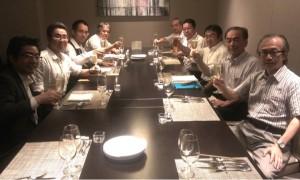 3年目への突入とドラッカー学会の公認研究会化を祝してカンパイ!!(御殿山マリオットホテルのレストランにて)